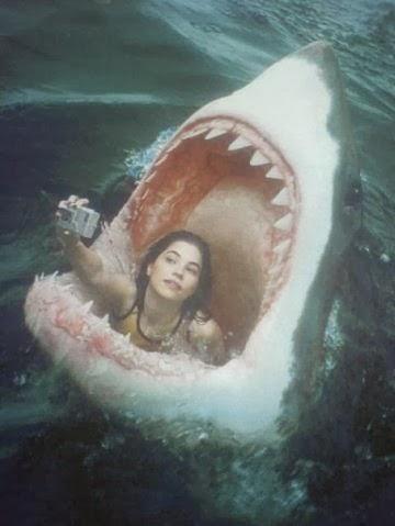 funny-jaws-woman-selfie-facebook
