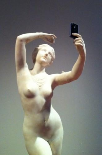 statue-selfie-e1363874087567