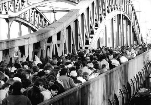 L'apertura di uno dei principali varchi di Berlino Est