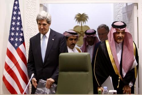Il segretario di Stato americano John Kerry in missione diplomatica in Arabia Saudita