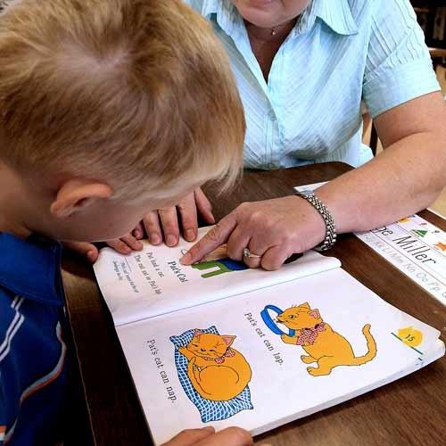 come-aiutae-bambino-lettura