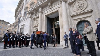 Photo LaPresse/House of Rapresentatives - Umberto Battaglia 28-09-2015 Rome (Italy) Politic House of Representatives. Funeral chamber for Pietro Ingrao In the pic the entrance of the coffin to MontecitorioDISTRIBUTION FREE OF CHARGE - NOT