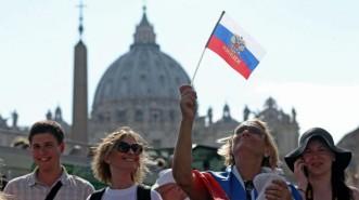 turisti russi a Piazza San Pietro