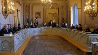 L'udienza pubblica della Corte Costituzionale, con la presenza dei tre nuovi giudiciFranco Modugno (2D), Giulio Prosperetti (D) e Augusto Barbera (S), a Roma, 12 gennaio 2016.      ANSA / MAURIZIO BRAMBATTI