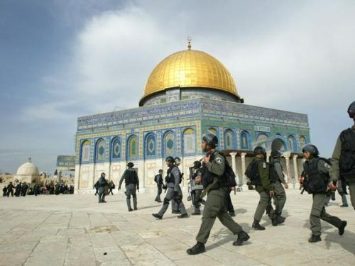 Gerusalemme, scontri tra palestinesi e polizia su Spianata Moschee