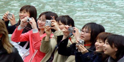 Risultati immagini per turisti cinesi